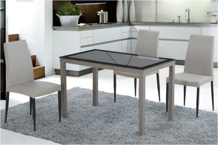 стіл та стільці для кухні